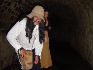 Herodes la condujo hasta una serie de túneles ocultos debajo de las calles de San Francisco. Ahí le contó que los pasadizos unían casas, iglesias y colegios de la ciudad de Riobamba.